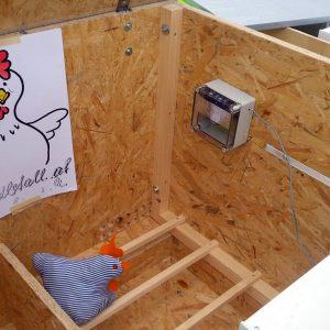 Automatische Hühnerklappe von Hendlstall.at - mit Batteriebetrieb oder Stromanschluss.