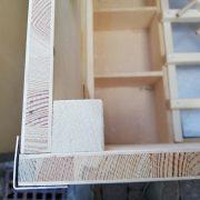 Hendlwürfel Spezial mit 17 mm Vollholzplatten mit Birken Sperrholz innen und außen verkleidet.
